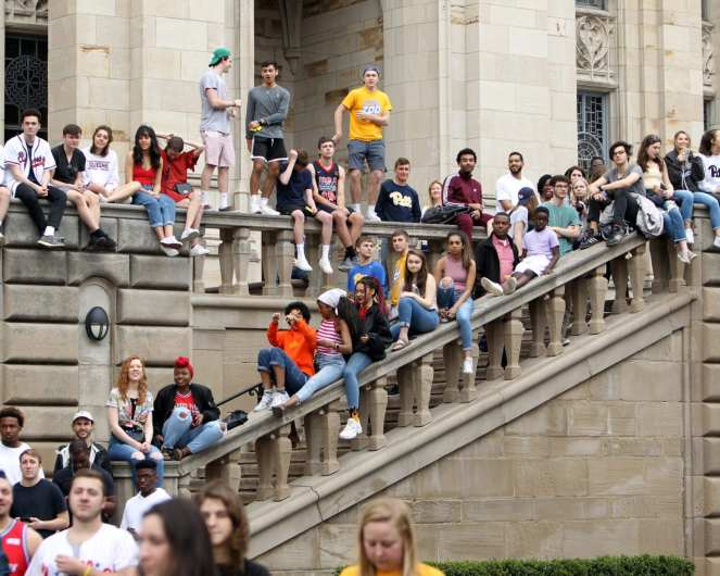 Pitt Students watch T-Pain from the Cathedral steps April 7, 2019 -- David Hague/PSN