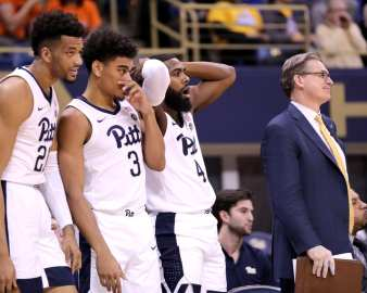 Jared Wilson-Frame (4) Malik Ellison (3) and Terrell Brown (21) reacts to foul call February 16, 2019 -- David Hague/PSN