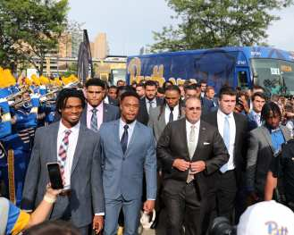 Players arrive before opener against Virginia -- August 31, 2019 Photo By David Hague/PSN