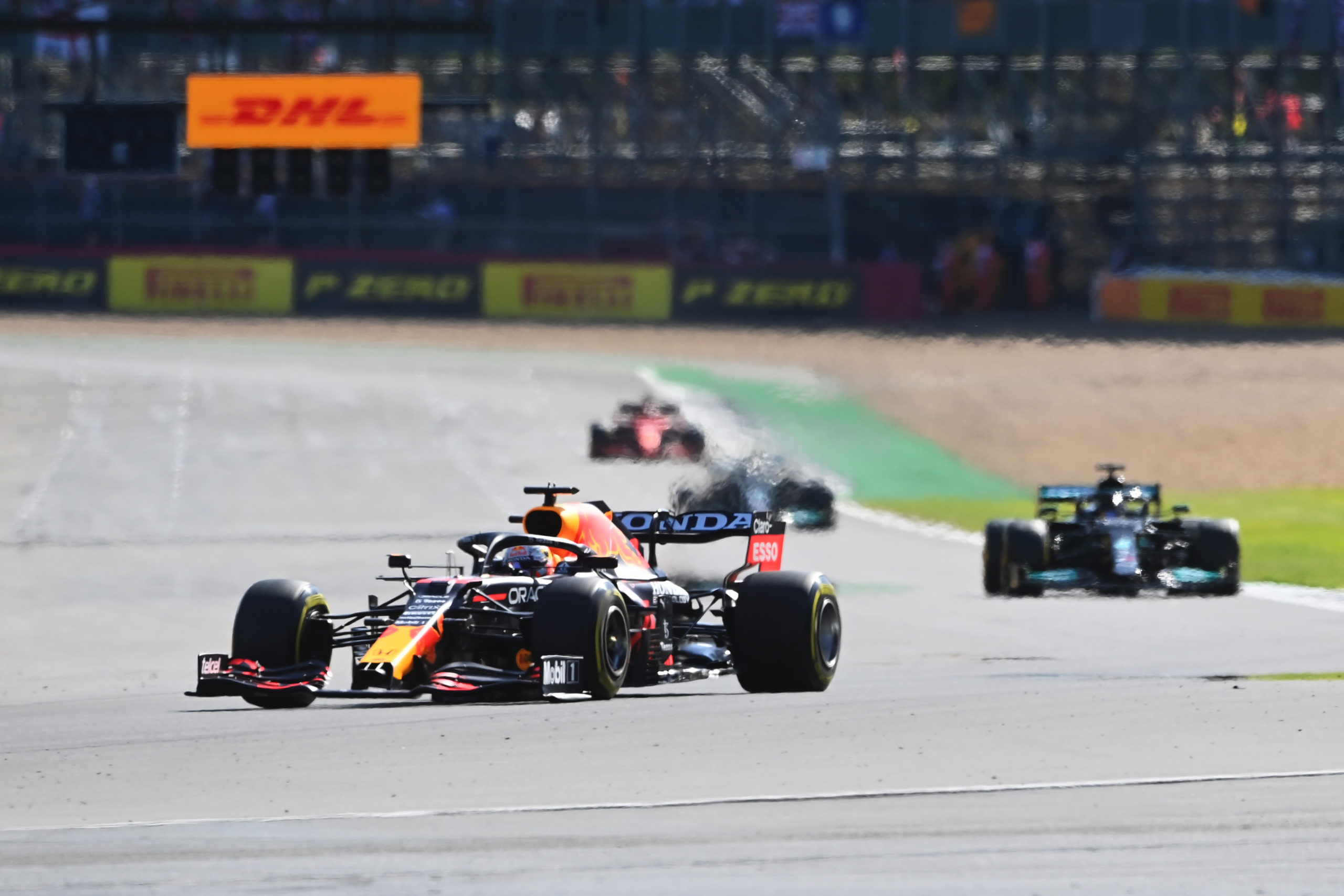 NORTHAMPTON, ENGLAND - JULY 17: Max Verstappen of the Netherlands driving the (33) Red Bull Racing RB16B Honda leads during the Sprint for the F1 Grand Prix of Great Britain at Silverstone on July 17, 2021 in Northampton, England. (Photo by Michael Regan/Getty Images) // Getty Images / Red Bull Content Pool  // SI202107170317 // Usage for editorial use only //