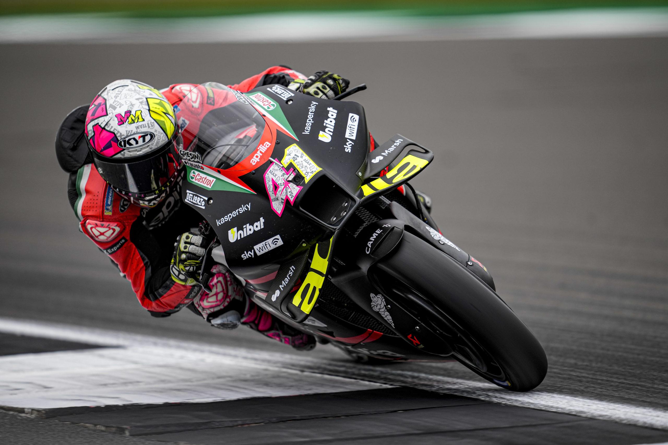 41,Aleix Espargaro,SPANISH,Aprilia Racing Team Gresini,Aprilia,MotoGP,KYT,Ixon,FormaBoots,