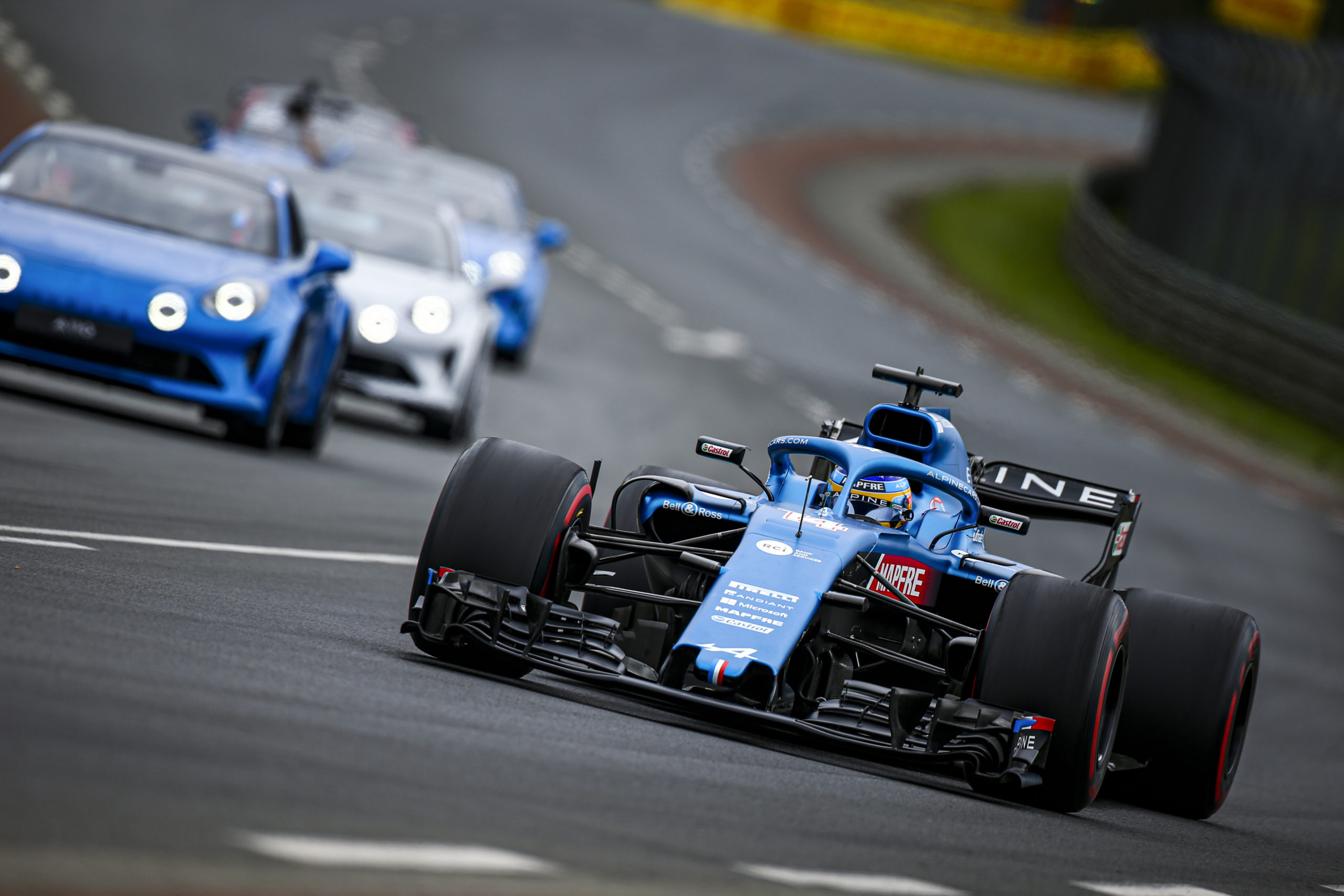 Alonso Fernando (spa), Alpine F1, action during the Alpine Parade prior the 24 Hours of Le Mans 2021, 4th round of the 2021 FIA World Endurance Championship, FIA WEC, on the Circuit de la Sarthe, on August 21 , 2021 in Le Mans, France - Photo Julien Delfosse / DPPI