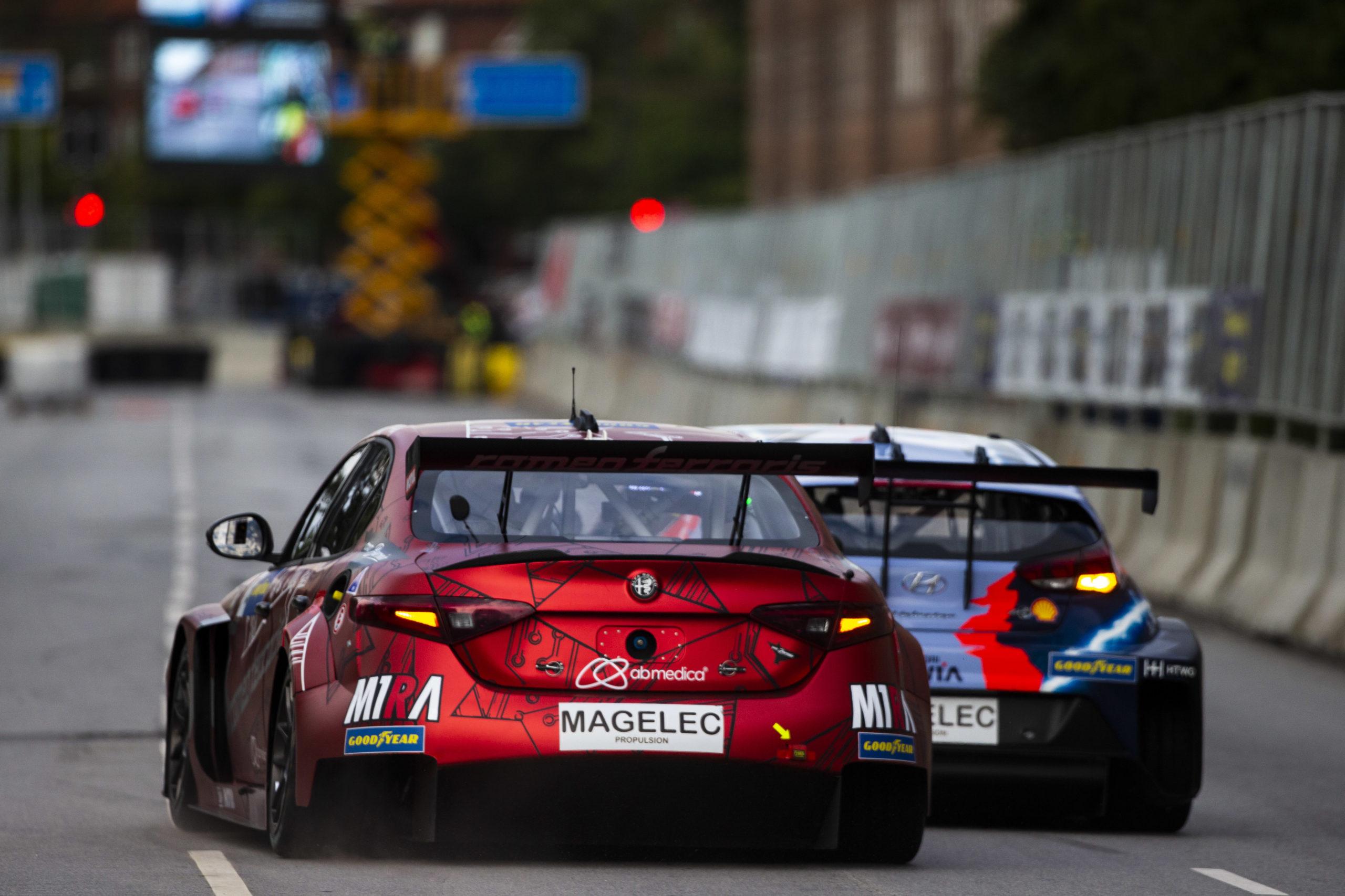 Duelo Philipp Eng - Romeo Ferraris y Augusto Farfus - Hyundai - PURE ETCR at Copenhagen 2021