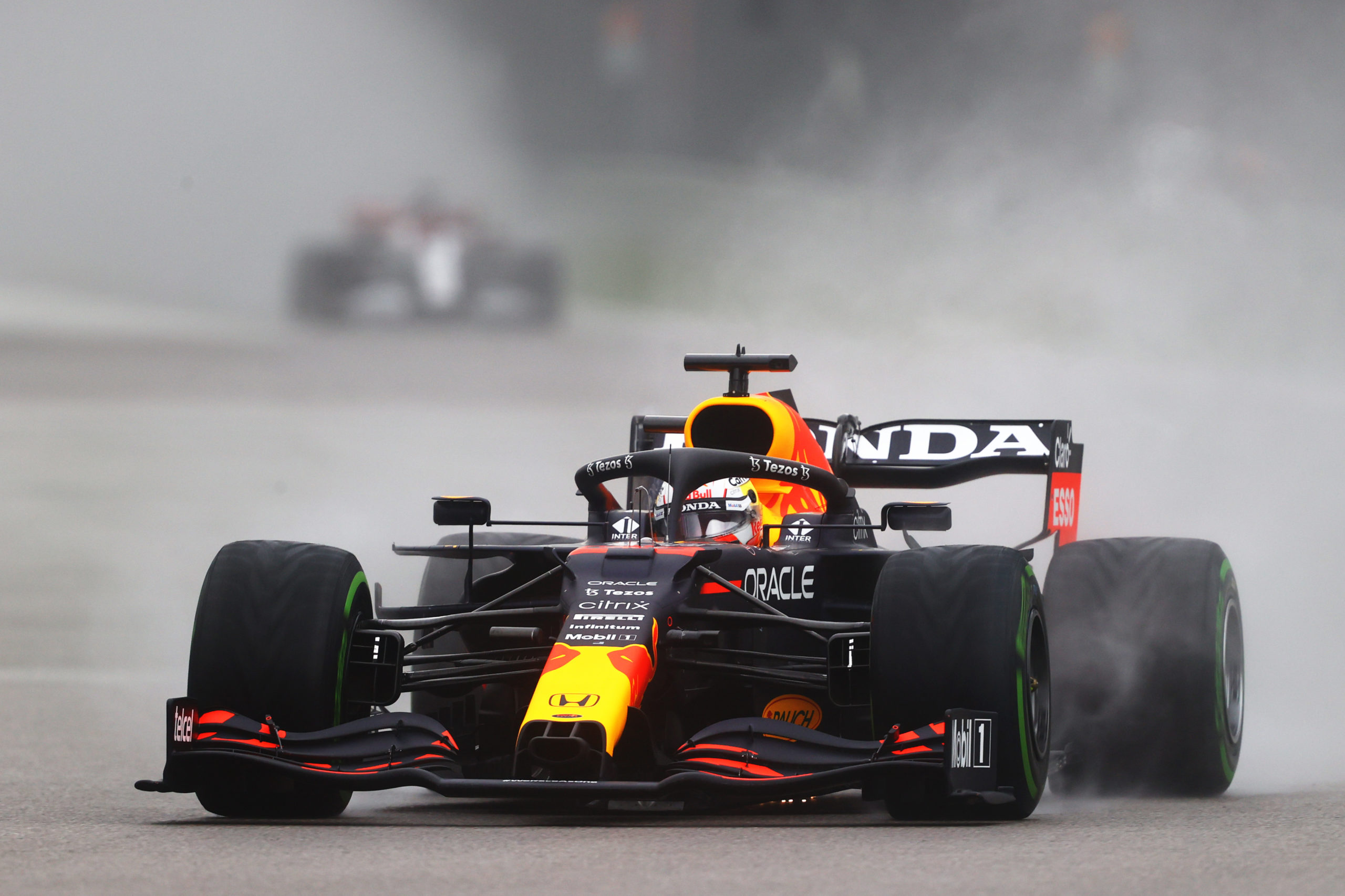 SOCHI, RUSSIA - SEPTEMBER 25: Max Verstappen of the Netherlands driving the (33) Red Bull Racing RB16B Honda during qualifying ahead of the F1 Grand Prix of Russia at Sochi Autodrom on September 25, 2021 in Sochi, Russia. (Photo by Bryn Lennon/Getty Images) // Getty Images / Red Bull Content Pool  // SI202109250195 // Usage for editorial use only //
