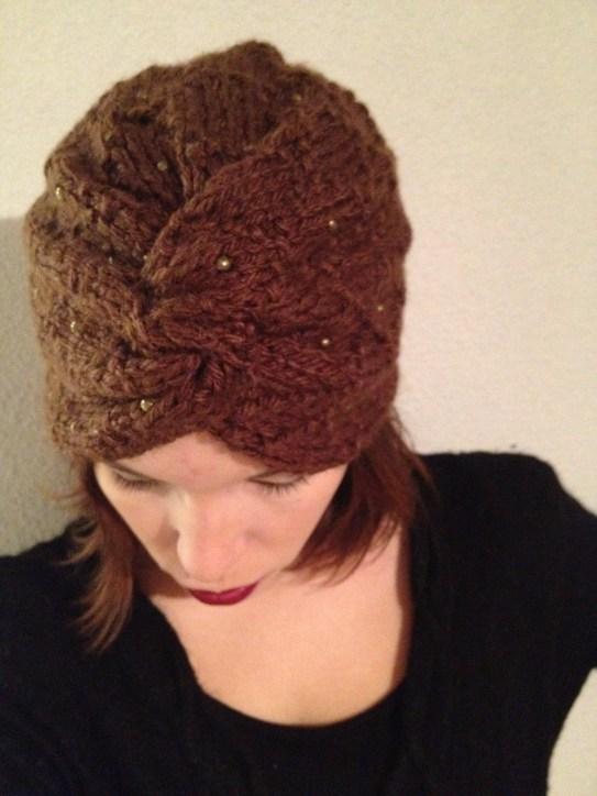 Turbante marrón tejido y bordado