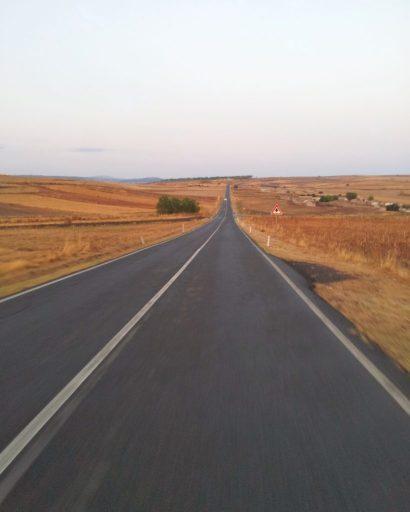 tipica strada dell'entroterra sardo