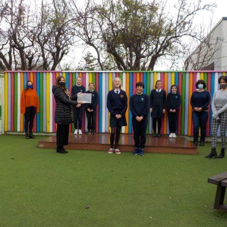 Award with principal, students and teachers