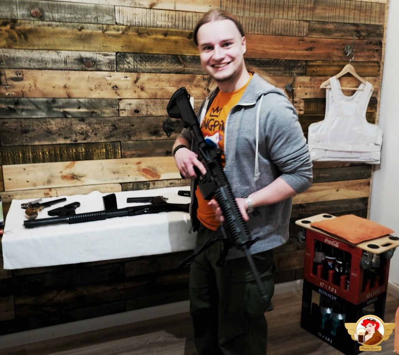 Niby nie związane z browarem, ale jednak. W rękach HK MR223A3 - udoskonalona przez Niemców poczciwa konstrukcja AR15. Ot połączenie amerykańskiej i niemieckiej technologii. Czy tak będzie ze Stone Brewing Berlin?