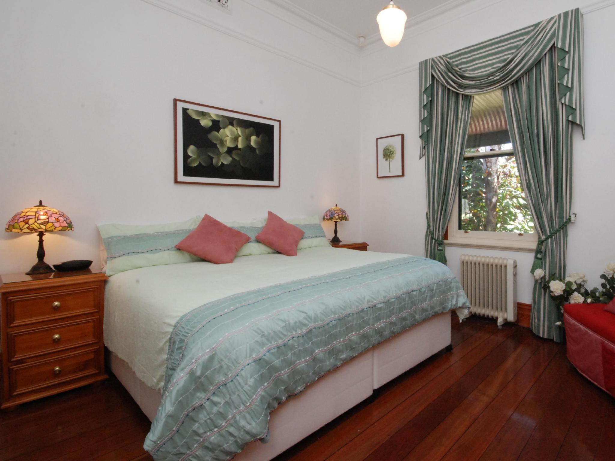 Above Bored Bed And Breakfast Perth FROM 130 SAVE ON