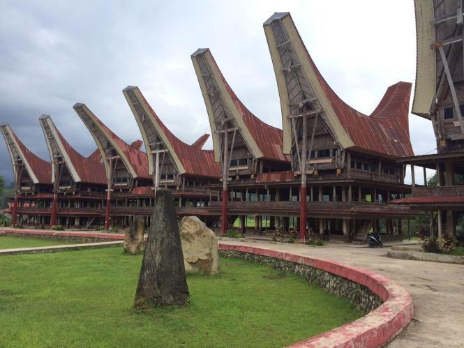 gambar rumah adat tongkonan