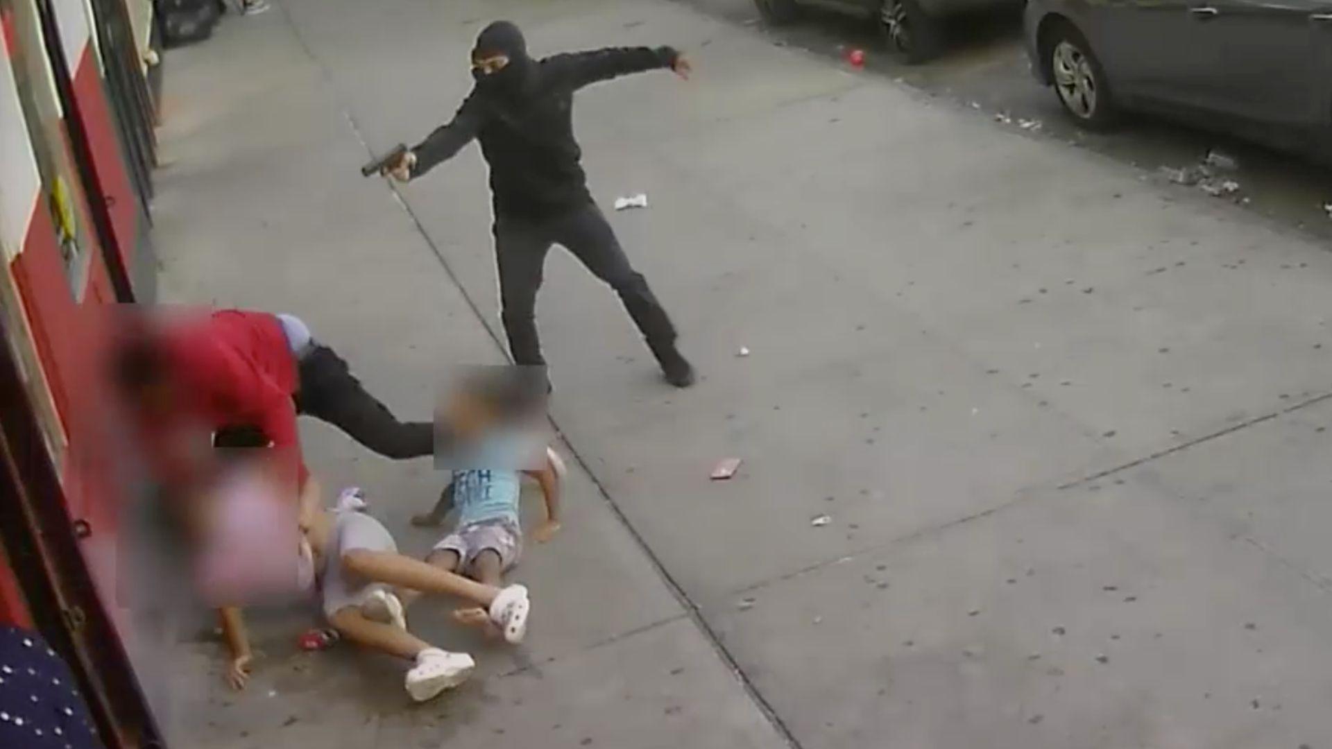 Children narrowly avoid being struck in Bronx sidewalk shooting