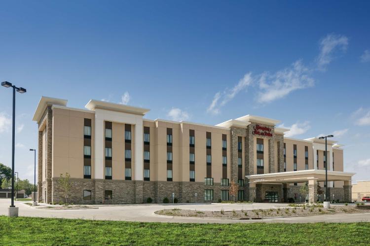 Hampton Inn and Suites Mason City