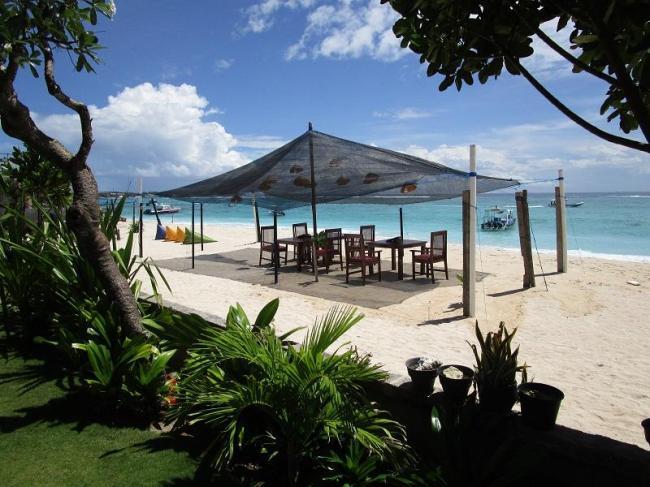 Yogi Beach Bungalow & Restaurant Lembongan