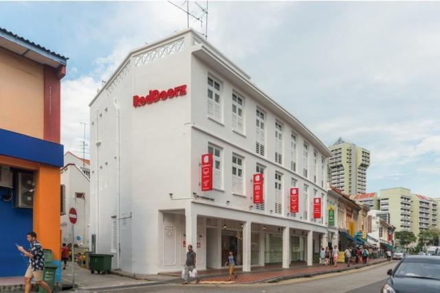 RedDoorz Hotel Premium @ Serangoon (SG Clean Certified)
