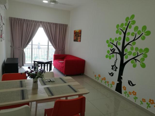 Romantic and Cozy Apartment Next to Mesamall Nilai