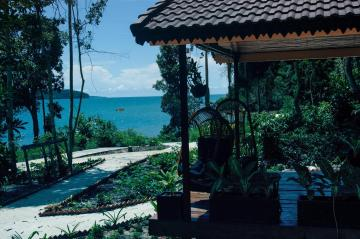 1274576 17040616320052166265 - Why Koh Rong Samloem is the Best Beach in Cambodia with Kids