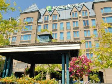 How much is a cheap hotel in Vancouver? How much is a hotel in Vancouver for tonight? Which are the most popular Vancouver neighborhoods to stay in?