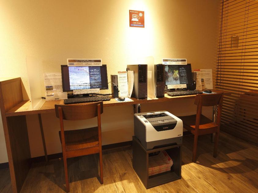 Business lounge at Shinjuku Capsule Hotel | Ummi Goes Where?