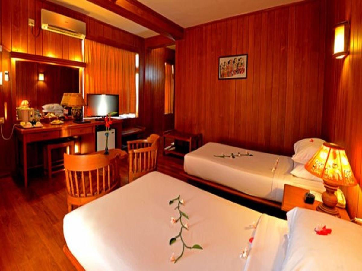 golden crown motel bagan