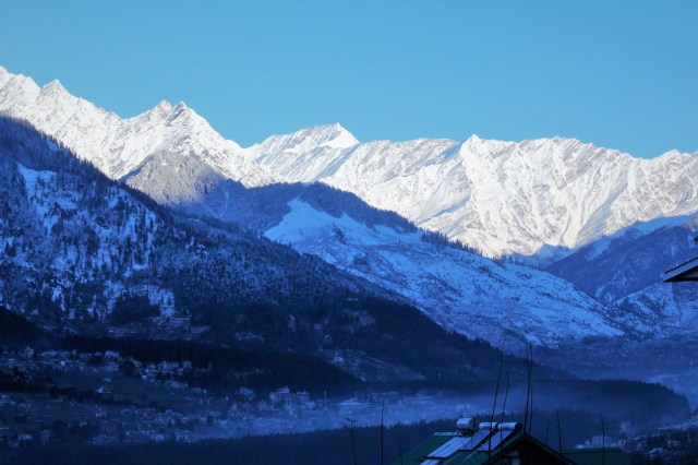 A winter morning in Himalaya