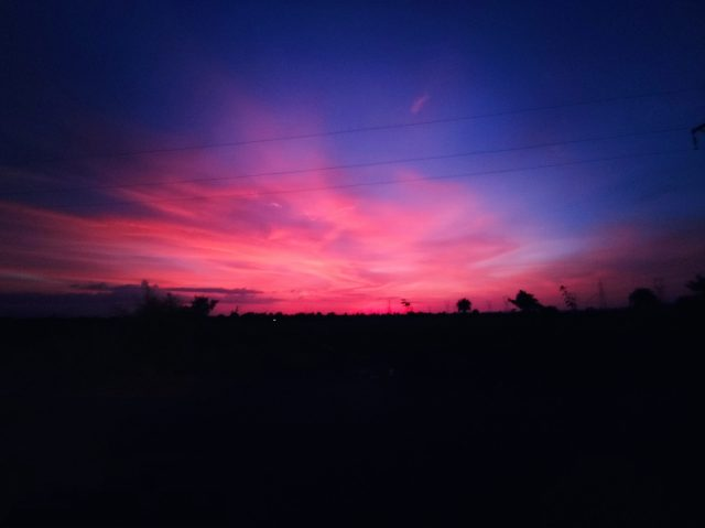 colour of the sky during dusk