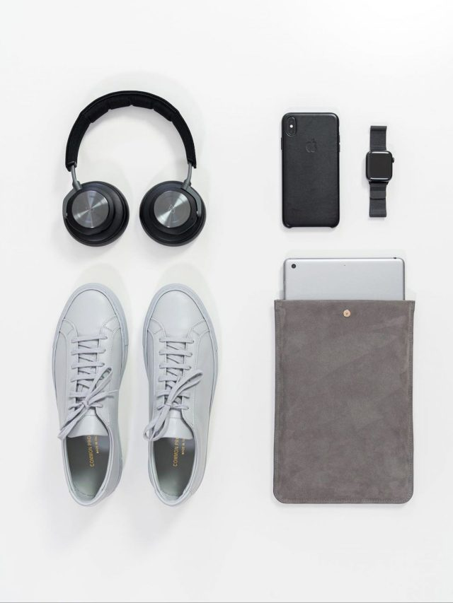 Shoes and electronic product