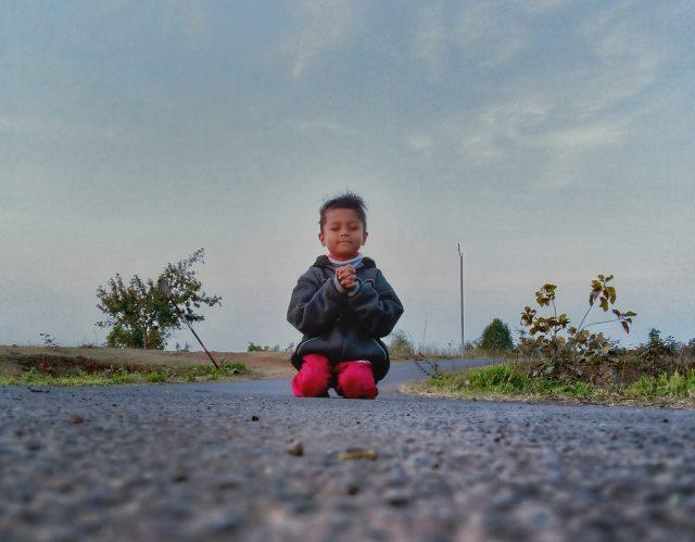 Kid Praying on the road
