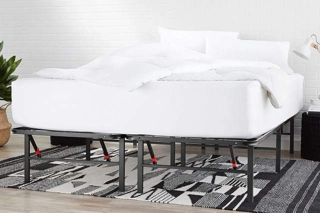 AmazonBasics Platform Bed Frame — Queen