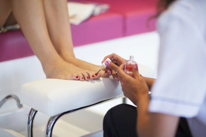 15 Nail Salon Nightmares And How To Avoid Them Gifs The Huffington Post