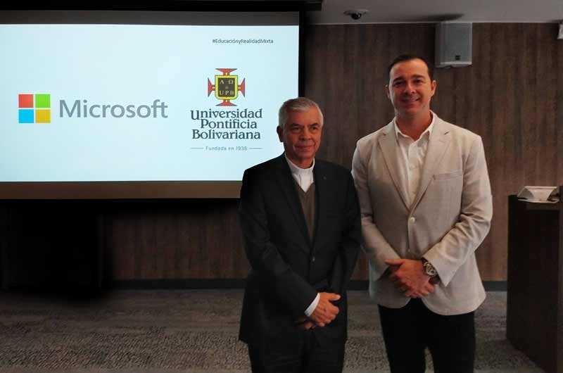 Julio Jairo Ceballos Sepúlveda y Marco Casarín - En la presentación de los modelos en Realidad Mixta