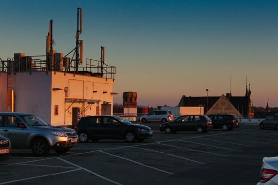 Parkdeck im Sonnenuntergang