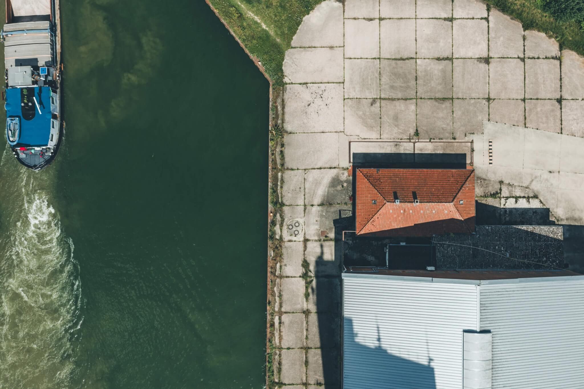 Der kleine Hafen am Kanal
