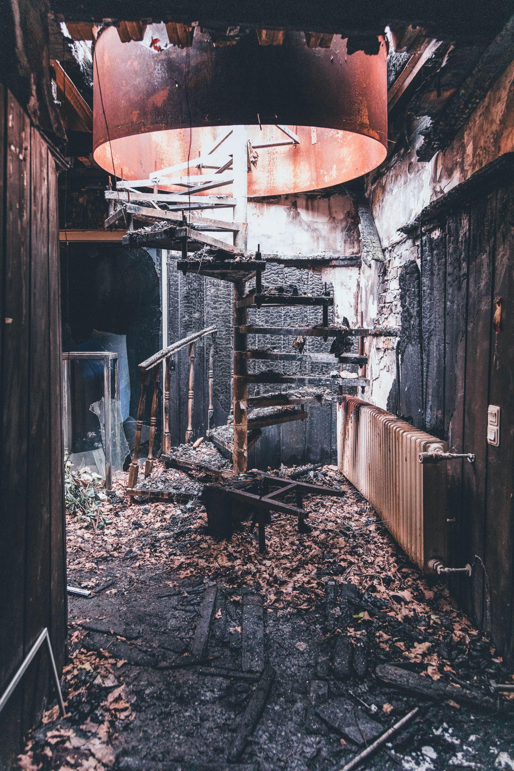 GIRLS4U - Der verlassene Puff