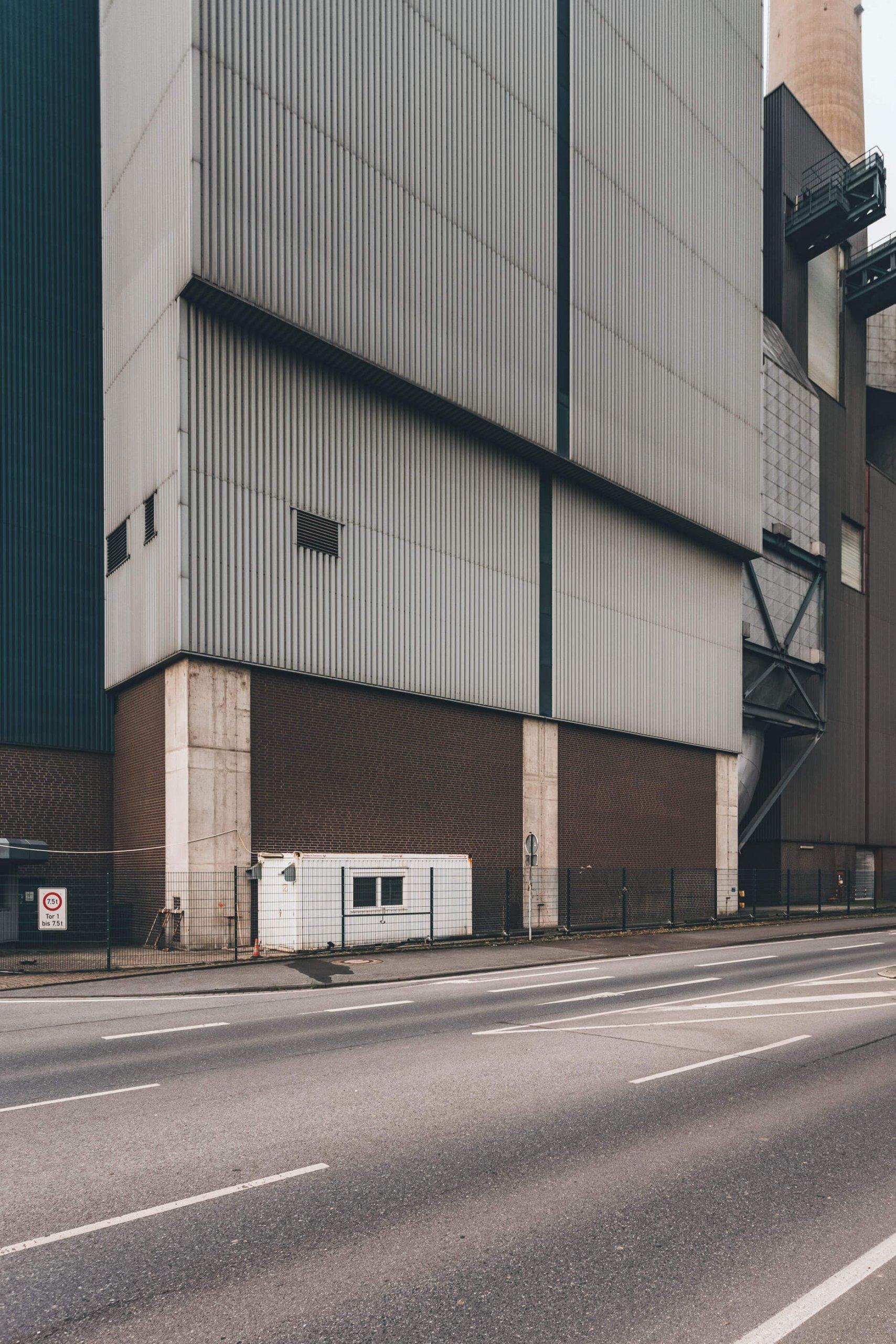 Das gigantische verlassene Kraftwerk
