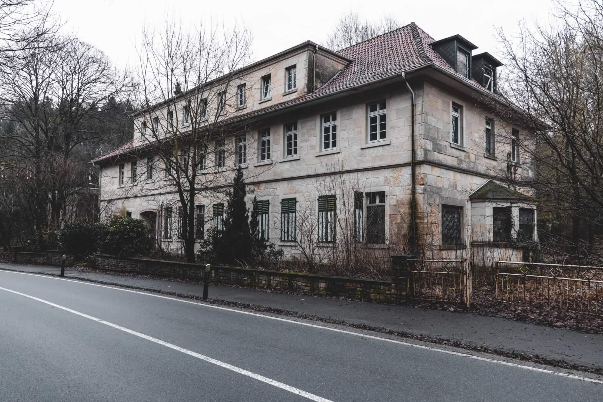 Der verlassene Waldgasthof