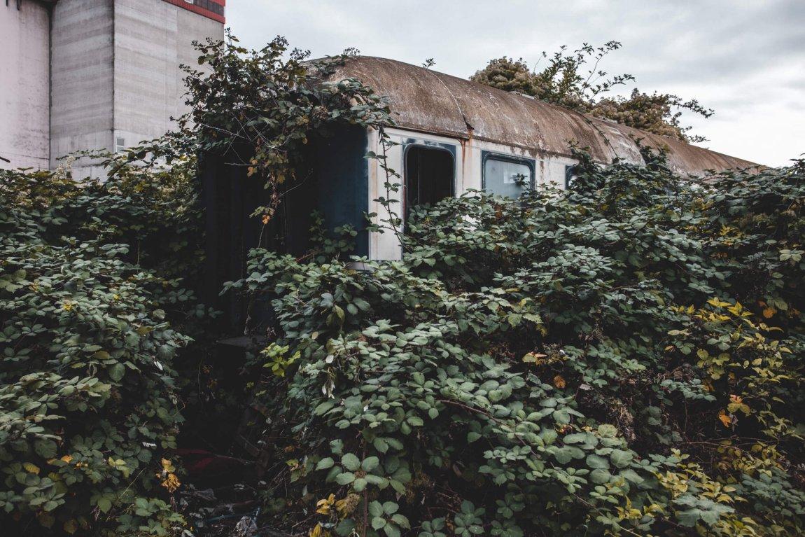 Der alte verlassene Speisewagen