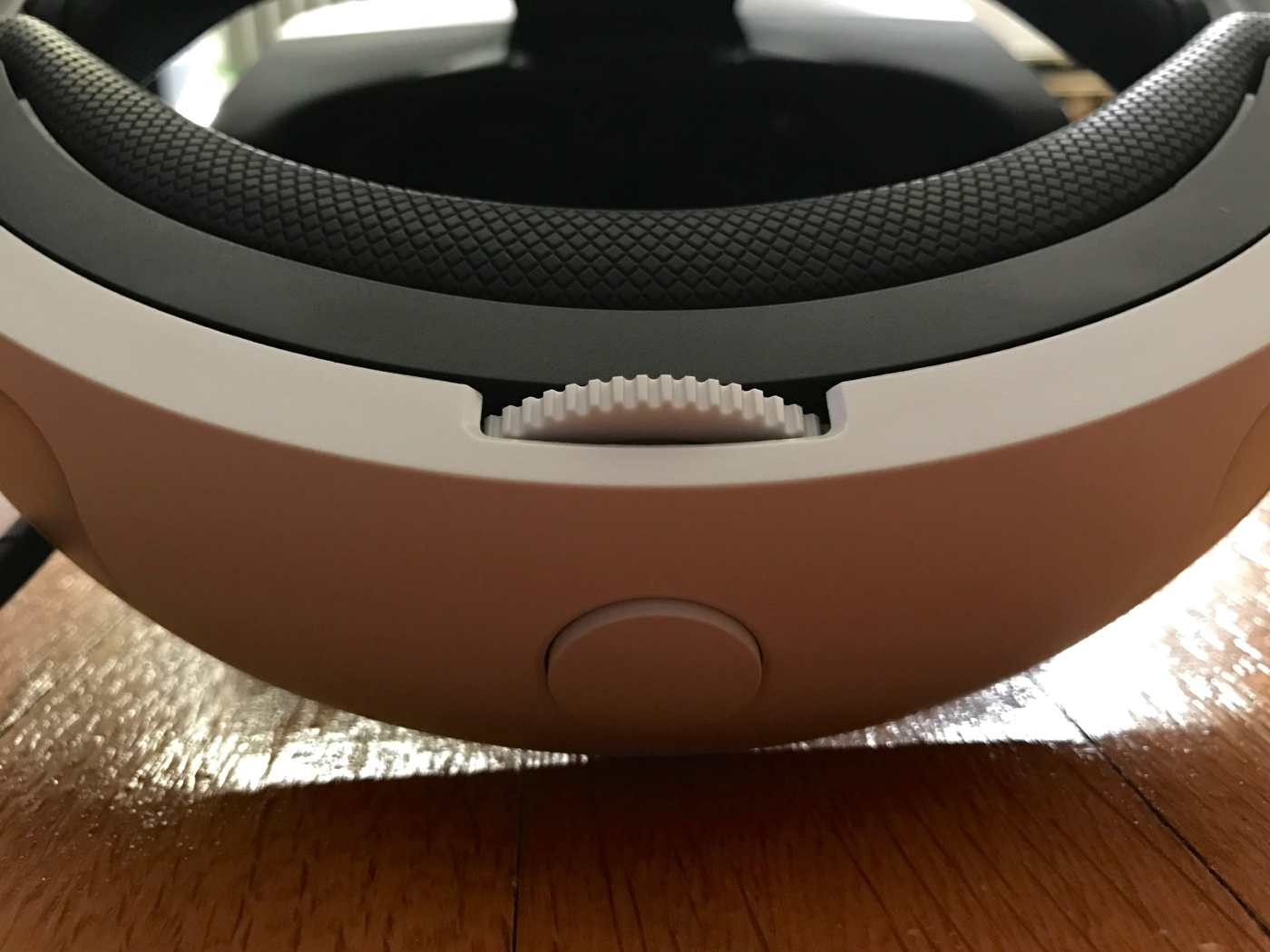 PSVR headband release button and adjustment dial