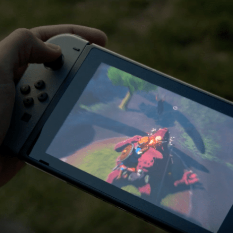 Zelda Breath of the Wild being played on the go