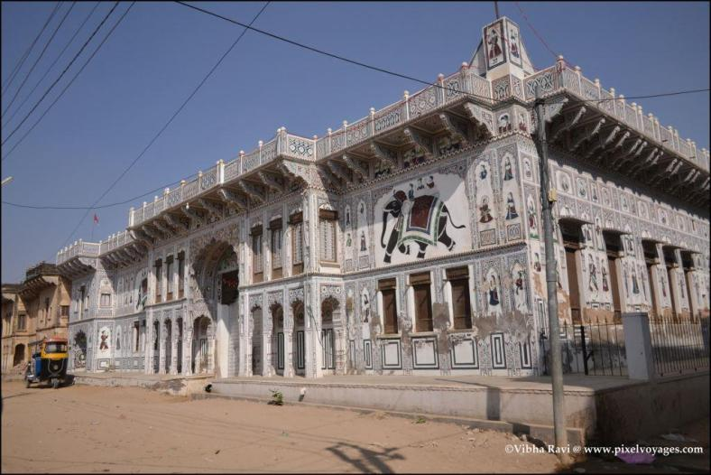 A profile of the same haveli gives an idea of the Shekhawati architectural style