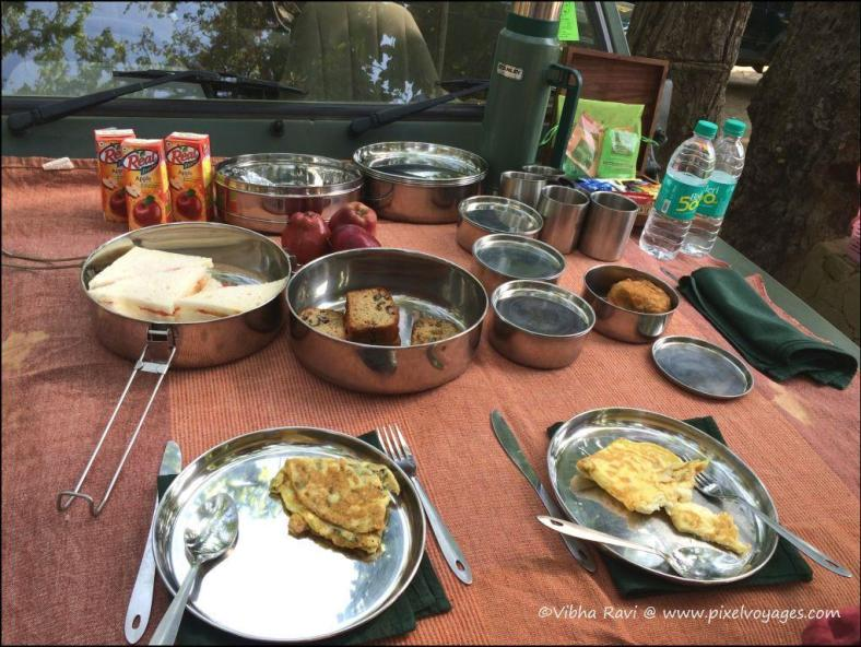 A sumptious breakfast hosted by Singinawa Jungle Lodge at Kanha