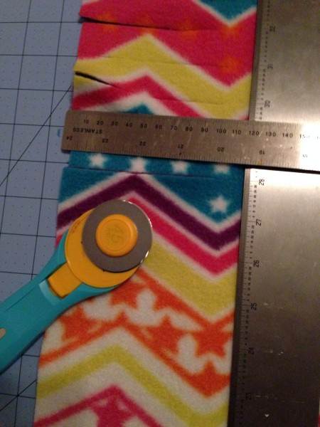 DIY No Sew Fleece Blanket Tutorial