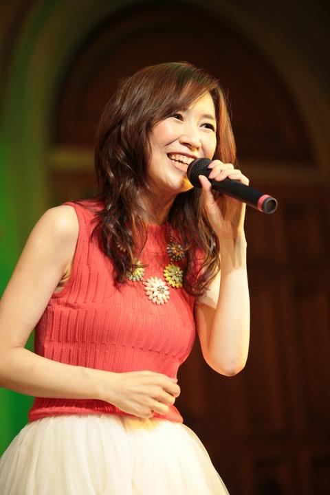"""森口博子が肌もキレイすぎて""""奇跡の40代""""!歌も上手いのに ..."""