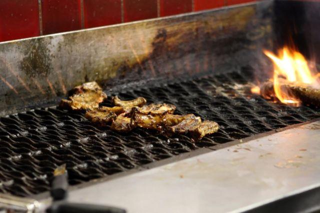 barbecue fonte charbon de bois