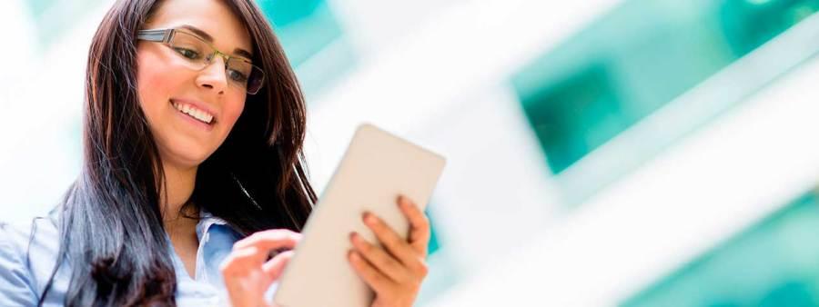 PixoLabo - Happy Tablet User