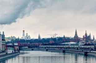 Blick über den Fluss Moswa zum Kreml