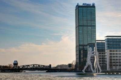 Allianzgebäude und Molecule Man