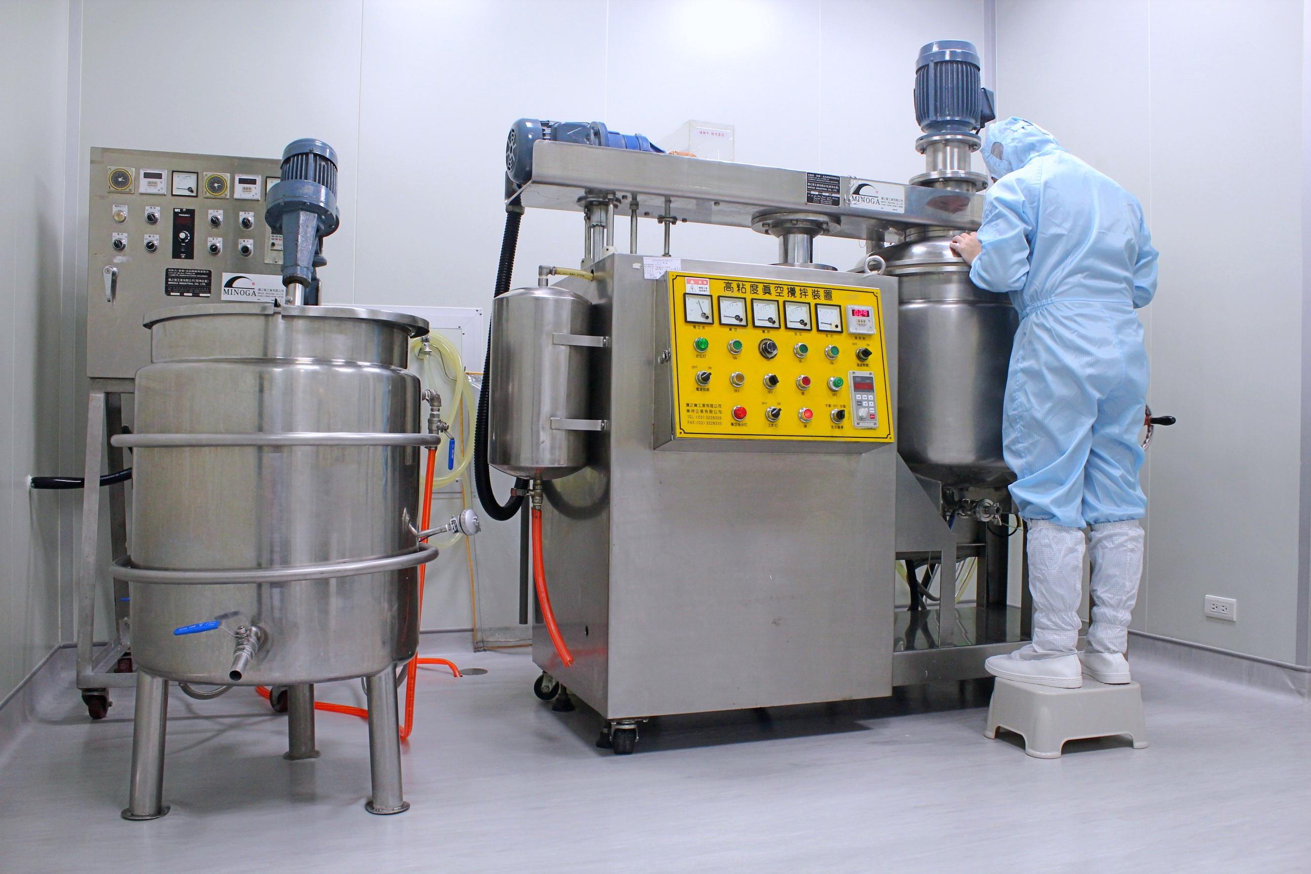 製造室 乳化機1