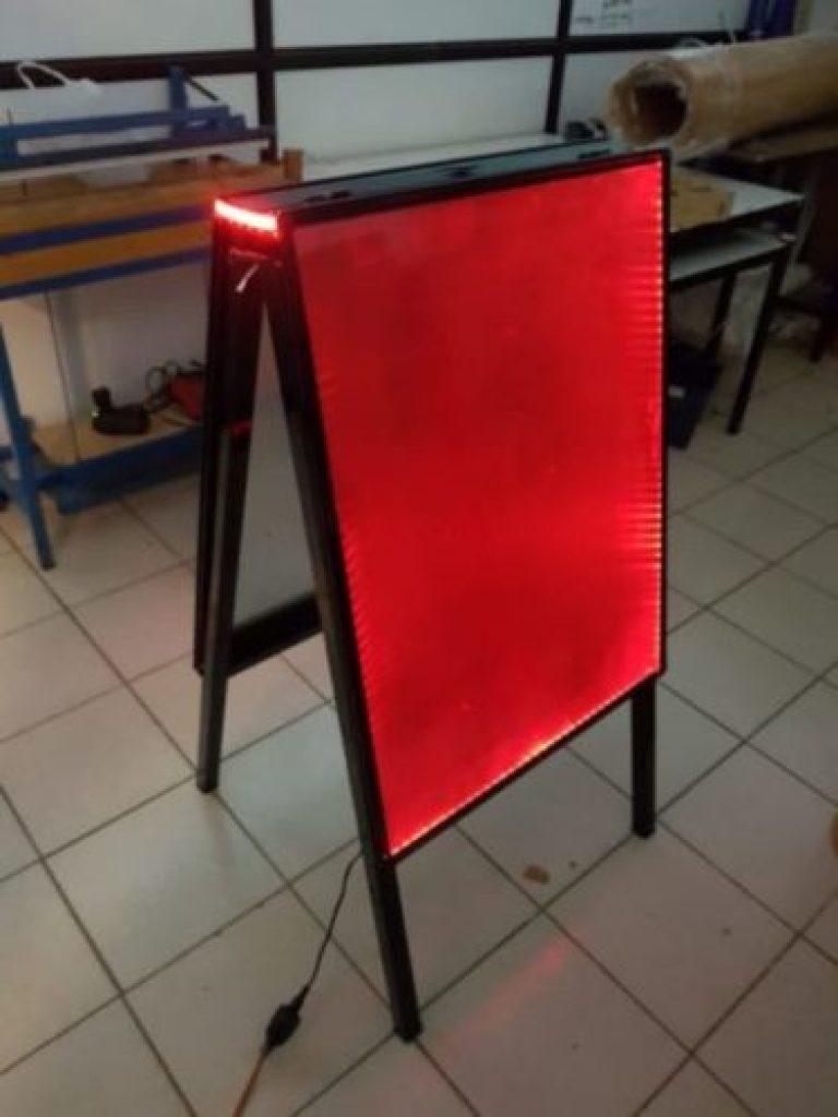 Pizarra led con iluminación
