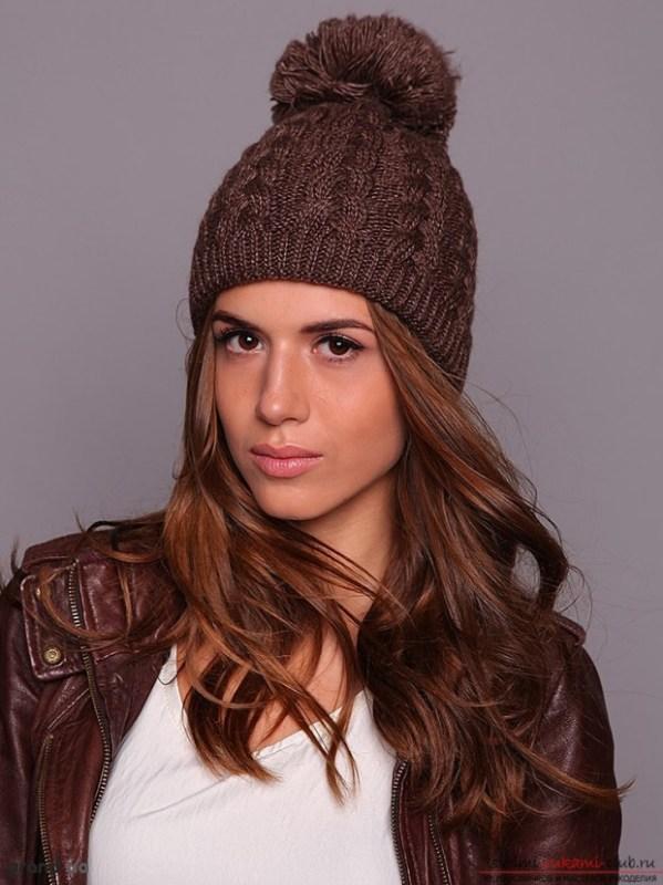 Вязание спицами шапки для женщин с описанием и схемами