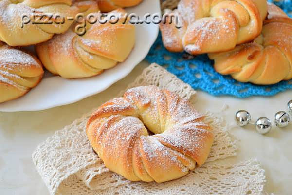 Домашние сладкие булочки из дрожжевого теста - рецепт с фото